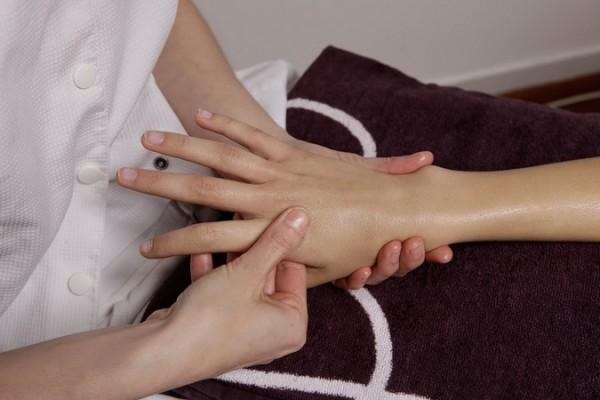 Бородавки на руках, причины и лечение